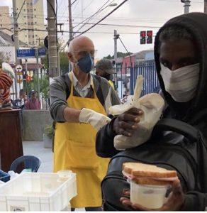 Padre Júlio Lancellotti coordena a Pastoral Povo na Rua