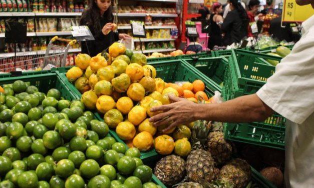 Concentração de supermercados afeta consumo de alimentos, diz estudo