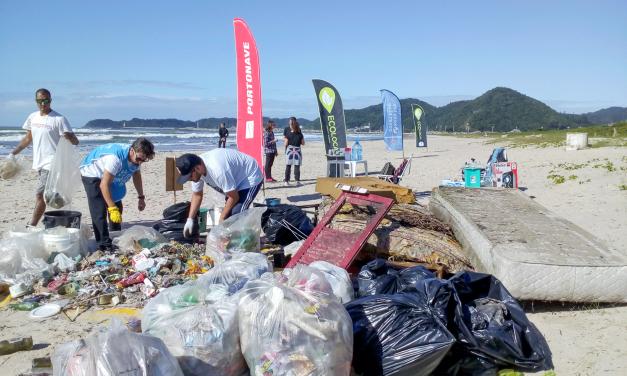 Plástico que ameaça vida marinha se transforma em brinquedos e pranchas